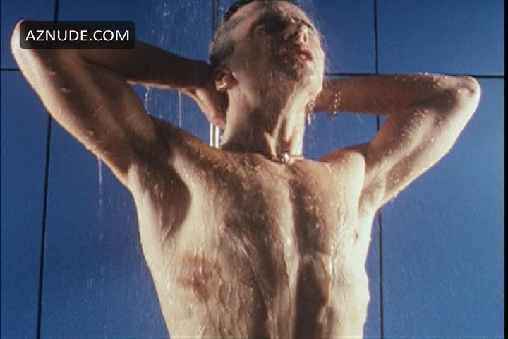 a nude scene in the movie girl next door