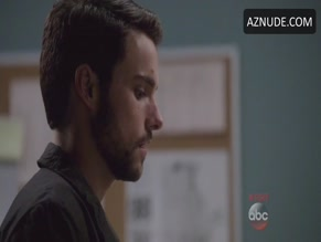 JACK FALAHEE NUDE/SEXY SCENE IN HOW TO GET AWAY WITH MURDER