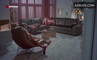 JOSHA STRADOWSKI NUDE/SEXY SCENE IN JUST FRIENDS
