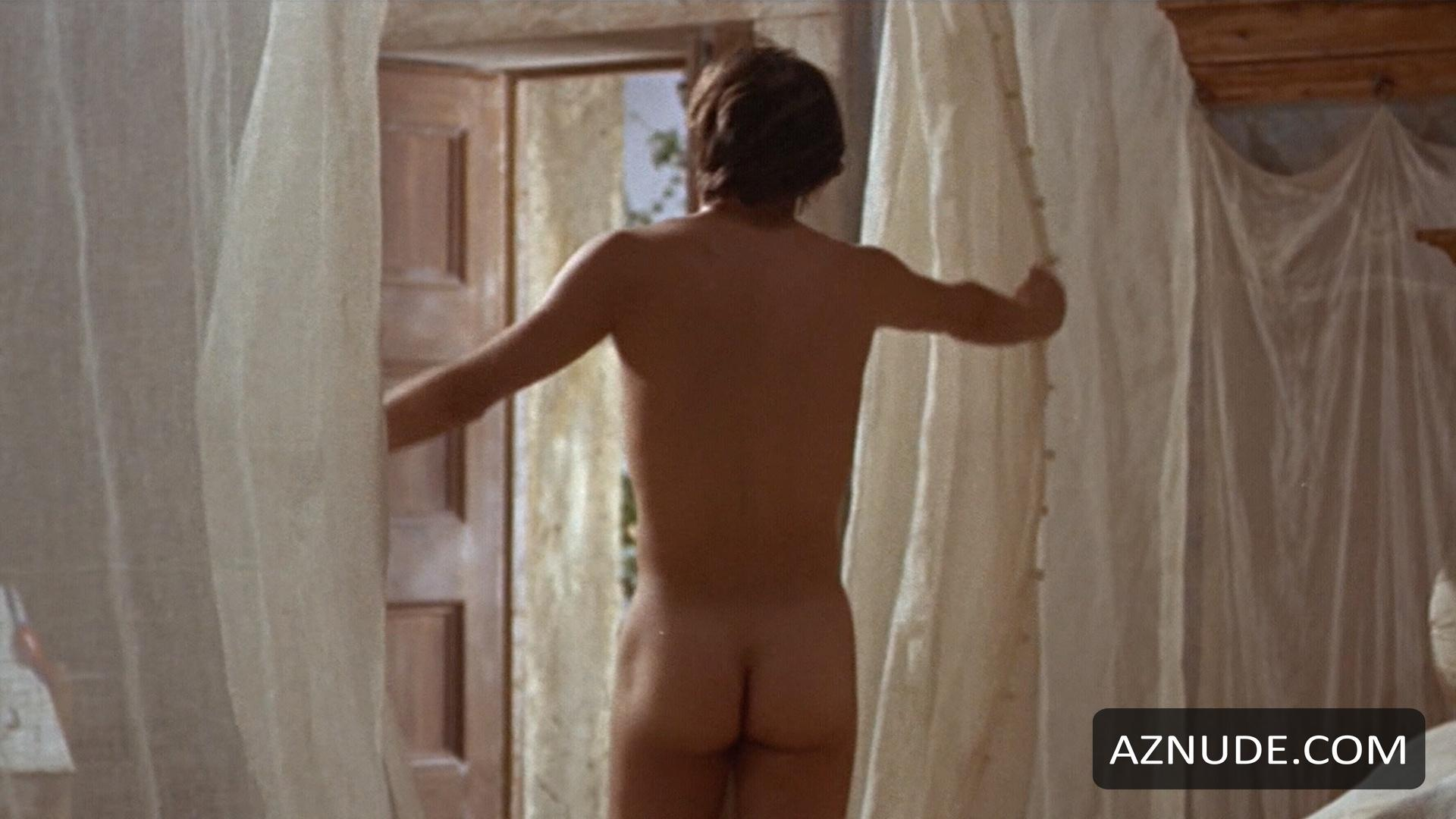 Naked girl queefs