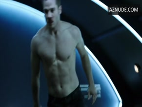 LUKE MACFARLANE in KILLJOYS (2015)