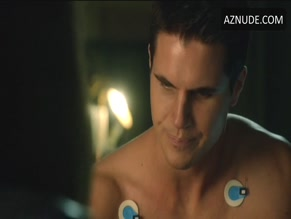 ROBBIE AMELL in THE TOMORROW PEOPLE(2013)