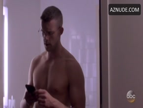 RUSSELL TOVEY in QUANTICO(2015)