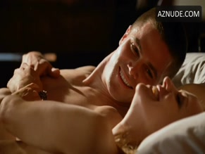 STEPHEN AMELL in HUNG(2009)