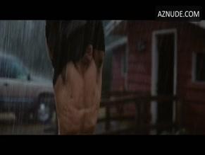 TAYLOR LAUTNER NUDE/SEXY SCENE IN THE TWILIGHT SAGA: BREAKING DAWN - PART 1