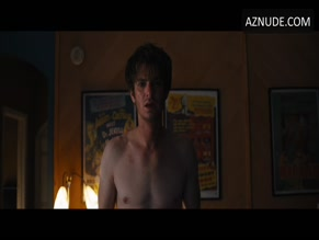 ANDREW GARFIELD NUDE/SEXY SCENE IN UNDER THE SILVER LAKE