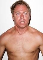 Dave England nackt, Böse Mädchen auf Video