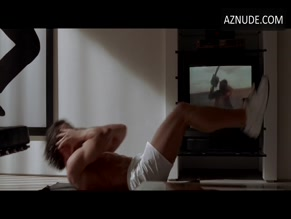 CHRISTIAN BALE NUDE/SEXY SCENE IN AMERICAN PSYCHO