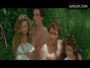 CHRISTIAN BALE NUDE/SEXY SCENE IN A MIDSUMMER NIGHT'S DREAM
