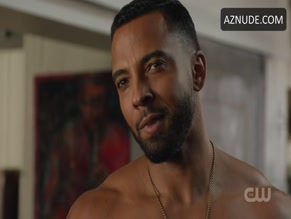 CHRISTIAN KEYES NUDE/SEXY SCENE IN LEGENDS OF TOMORROW