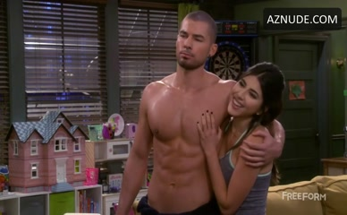 CODY CALLAHAN in Baby Daddy