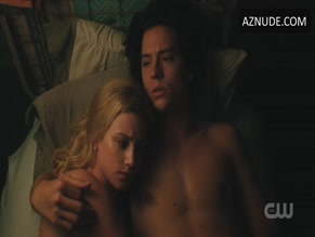COLE SPROUSE NUDE/SEXY SCENE IN RIVERDALE