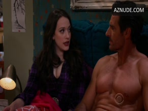 ED QUINN in 2 BROKE GIRLS (2011)