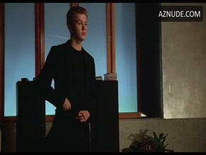 ERIC MABIUS NUDE/SEXY SCENE IN CRUEL INTENTIONS