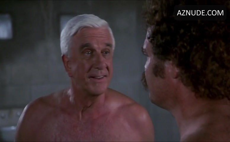 Fred Ward Shirtless Scene In Naked Gun 33 13 The Final -4422