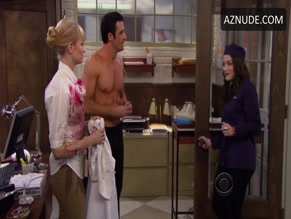 GILLES MARINI in 2 BROKE GIRLS (2011)