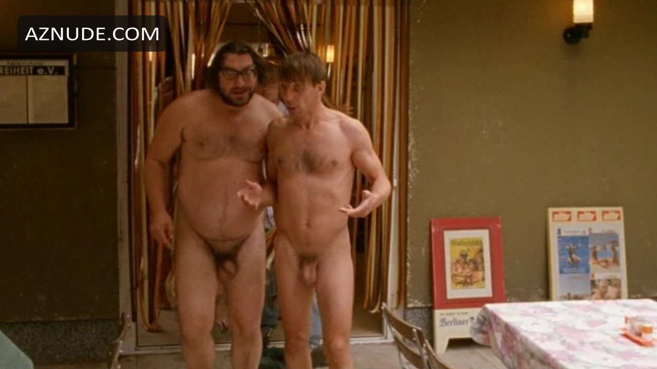 Barefoot To The Neck Nude Scenes - Aznude Men-7553