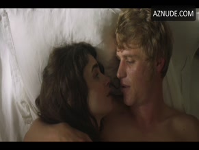 JOHNNY FLYNN NUDE/SEXY SCENE IN LES MISERABLES