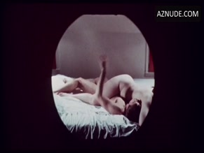 JONATHAN WARDEN NUDE/SEXY SCENE IN GREETINGS