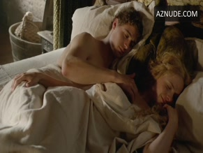 MAX IRONS NUDE/SEXY SCENE IN THE WHITE QUEEN