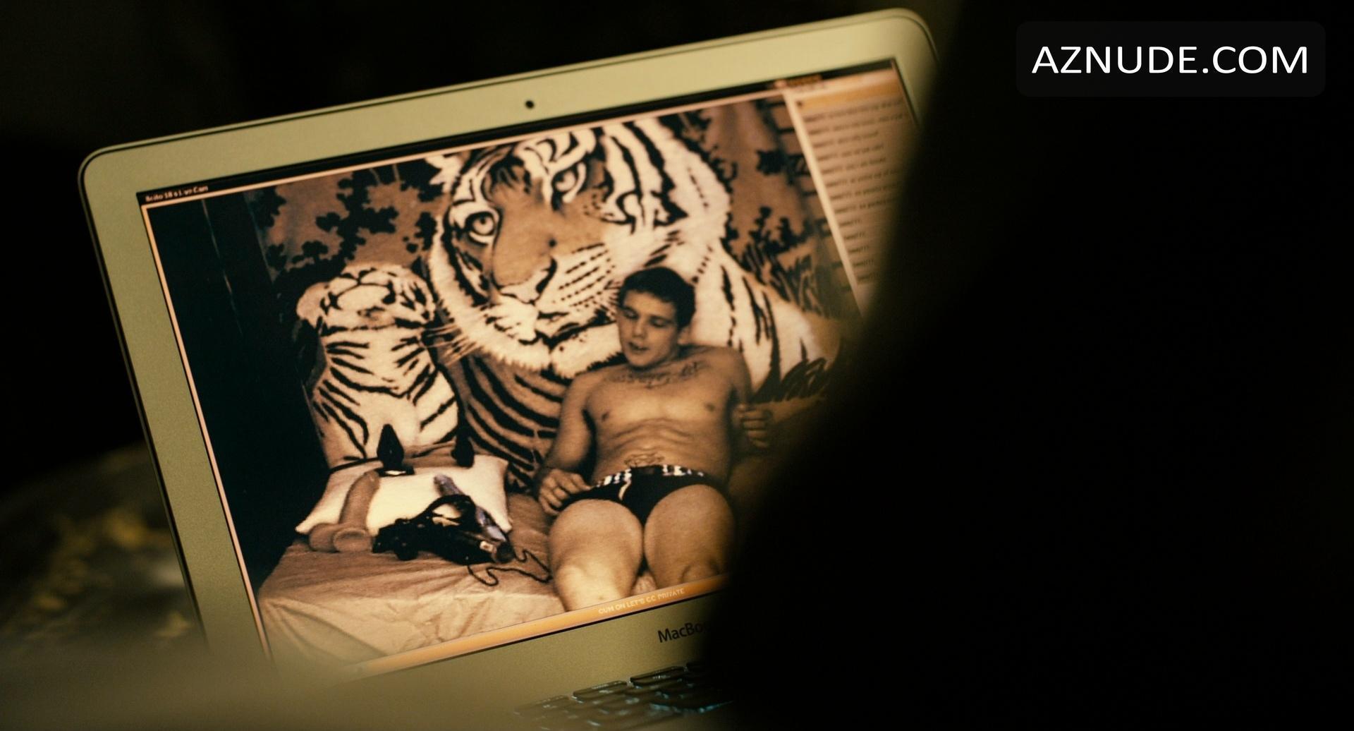 Max thieriot nude photos
