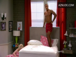 PHIL MORRIS in BABY DADDY (2012)