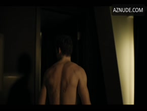 RICHARD MADDEN NUDE/SEXY SCENE IN BODYGUARD