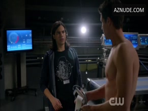 ROBBIE AMELL in THE FLASH (2014)(2014)
