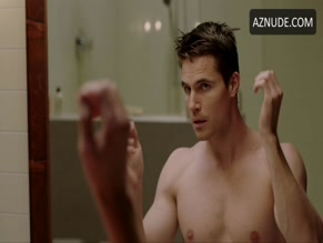 ROBBIE AMELL NUDE/SEXY SCENE IN UPLOAD