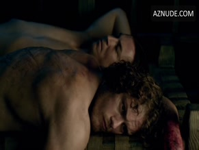 SAM HEUGHAN in OUTLANDER (2014)