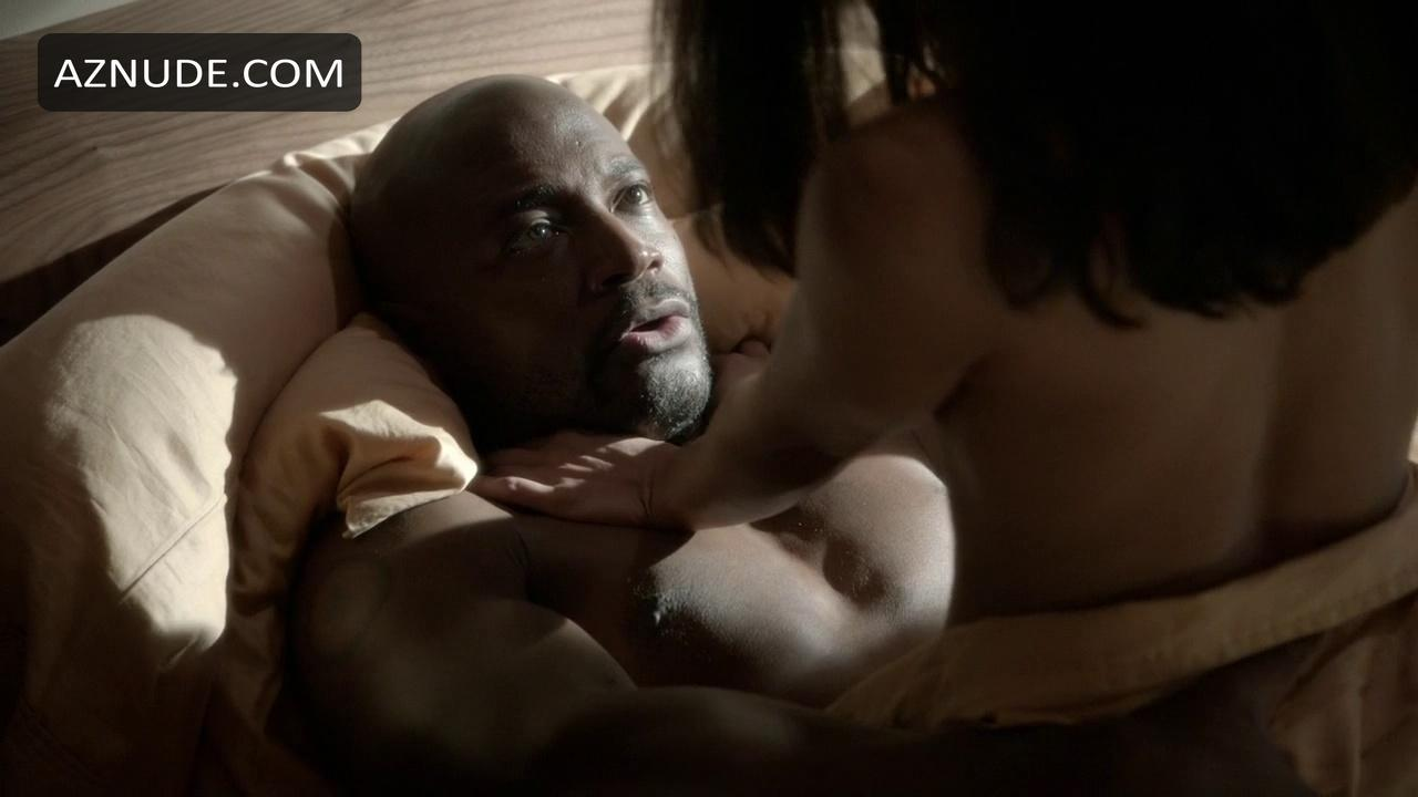 Taye diggs and timothy olyphant went shirtless on new girl, mindy