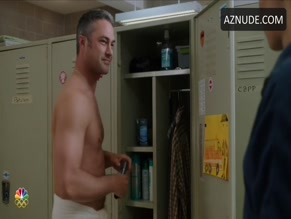 TAYLOR KINNEY in CHICAGO FIRE (2012)