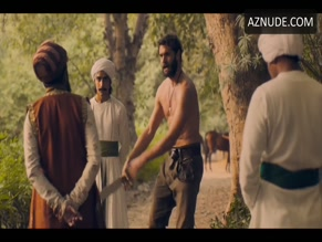 TOM BATEMAN NUDE/SEXY SCENE IN BEECHAM HOUSE