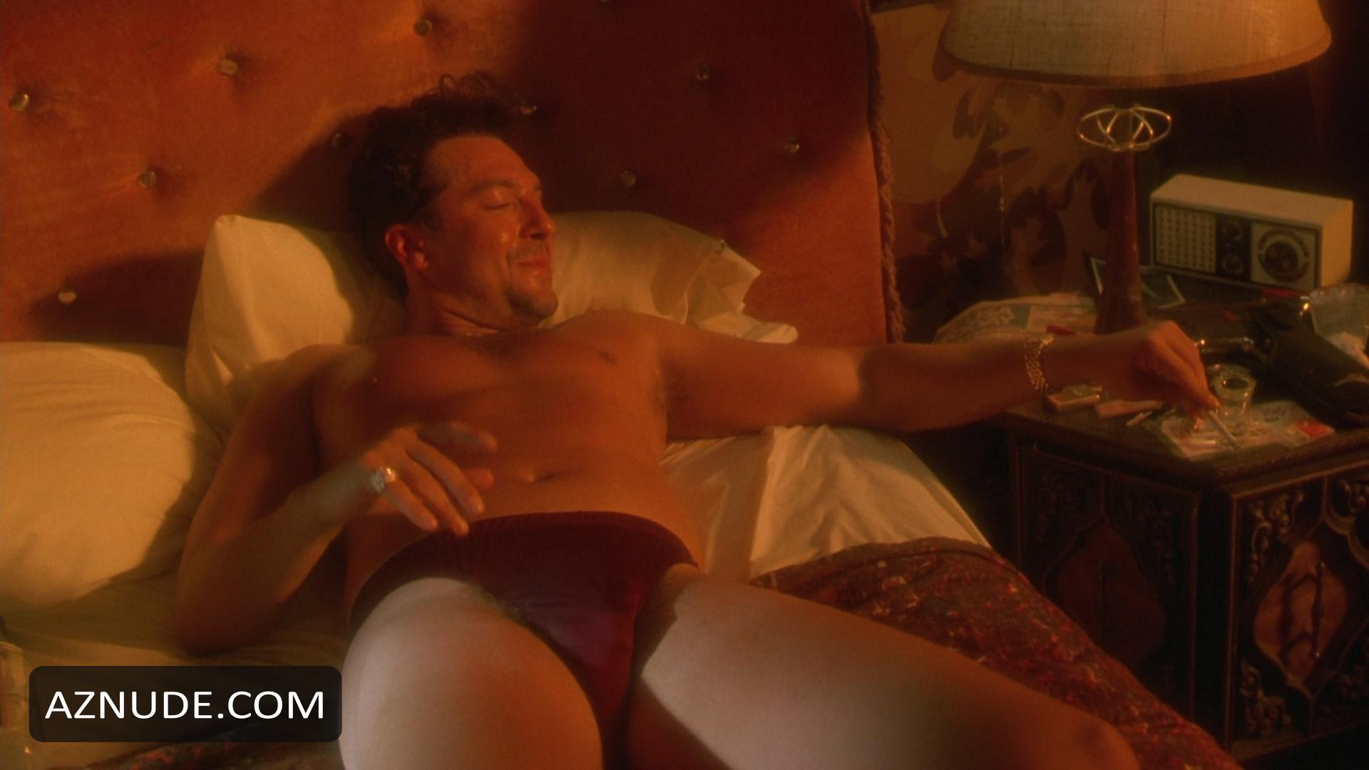 Tom sizemore naked